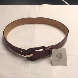 Doncaster  Women's all leather red belt-small.